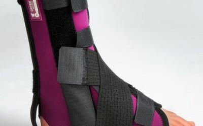 Ortéza hlezenního kloubu fixační s třemi dlahami